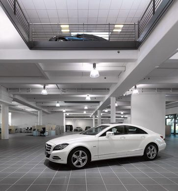 Interior photography of the showroom of the Mercedes Benz head office in Hamburg © Dominik Reipka Photographer Hamburg